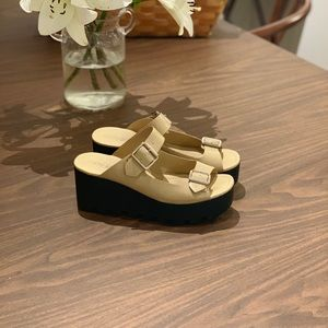 Cathy Jean size 9 comfortable platform sandals